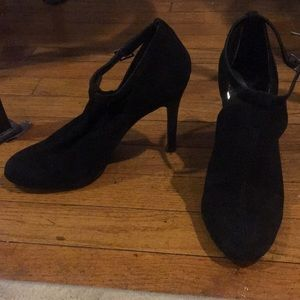 Jessica Simpson heeled suede black booties